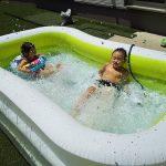 猛暑でも子供たちはプールで大はしゃぎ